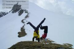 2004-04-zauchensee-skifahren-0034_handstaende-aus-aller-welt